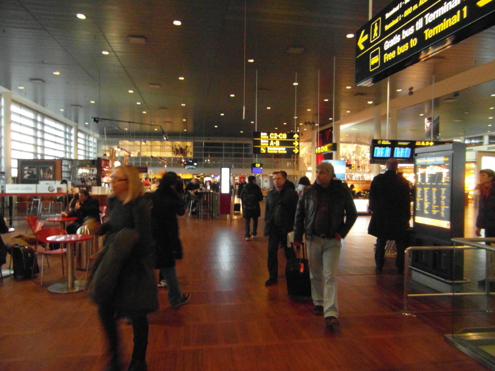 less KB-CPH Airport4.JPG